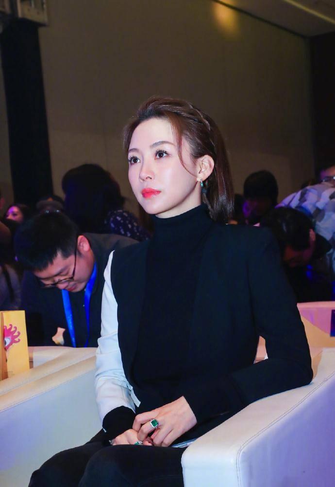 潘晓婷剪短发美出新高度,身兼多职事业忙碌,38岁仍单身没空恋爱