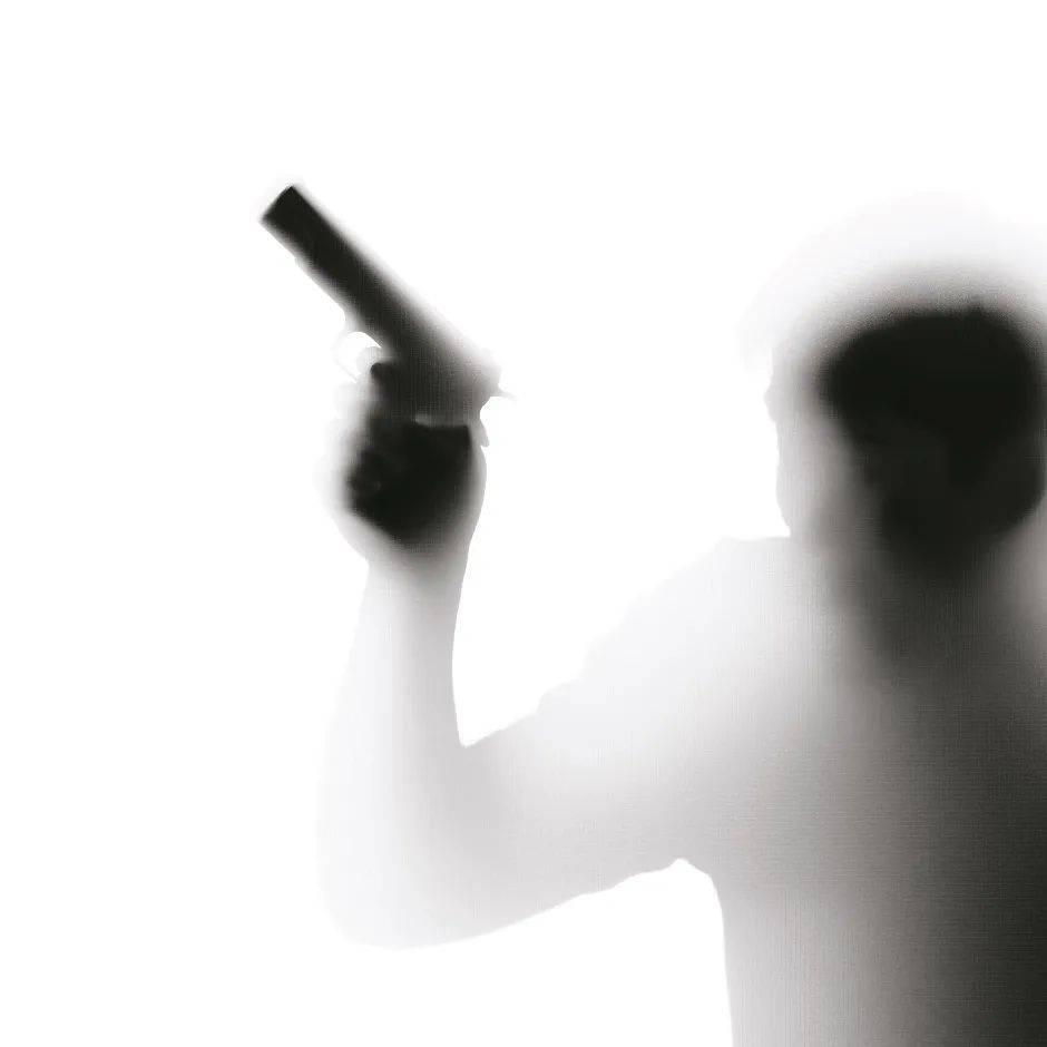 原创 歌厅枪杀19岁女孩后他还当了25年检察干部,家中多人进政法系统