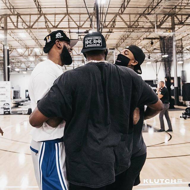 富保羅曬15人合影!熱門狀元C位,詹眉站後排,戴維斯僅露半張臉!-黑特籃球-NBA新聞影音圖片分享社區