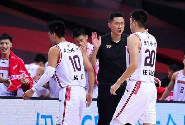 杜锋带来一个变化!广东男篮再次获益,本赛季值得等待