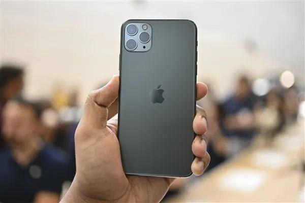 """原创            iPhone 12""""翻车""""?多人投诉信号差无服务,用户各出奇招难解决"""