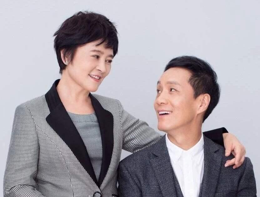 冯远征梁丹妮夫妻,刚结婚时想要孩子的,但因为各种问题选择丁克