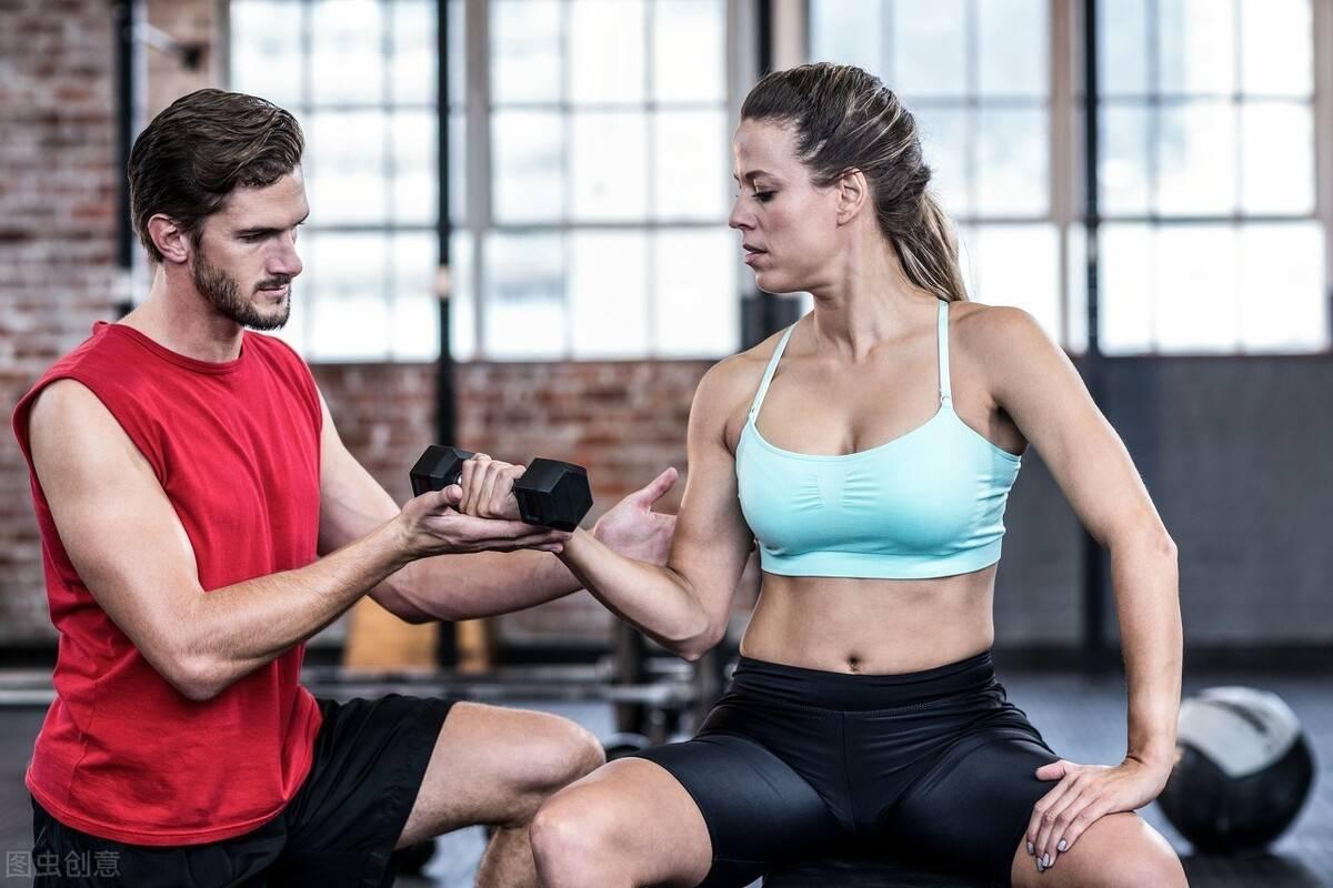 好身材不是天生的!一组力量训练动作,在家练出好身材