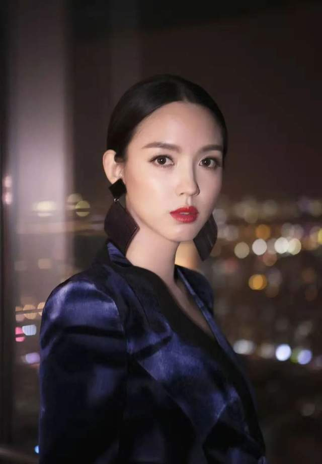 张梓琳:23岁戴上世姐王冠,29岁嫁高富帅,女儿也有双大长腿