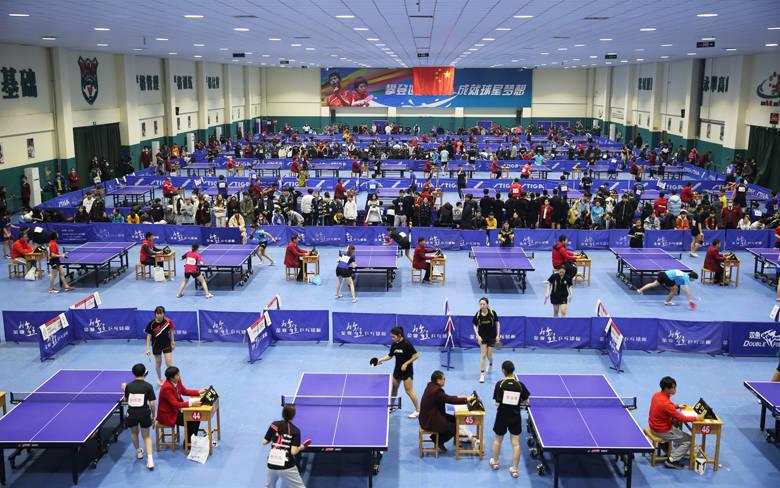 2020开拓杯少儿乒乓球比赛在鲁能乒校开赛