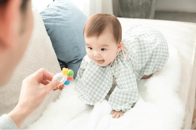"""百天是宝宝成长""""分水岭"""",了解完这5个变化,让妈妈带娃更简单"""