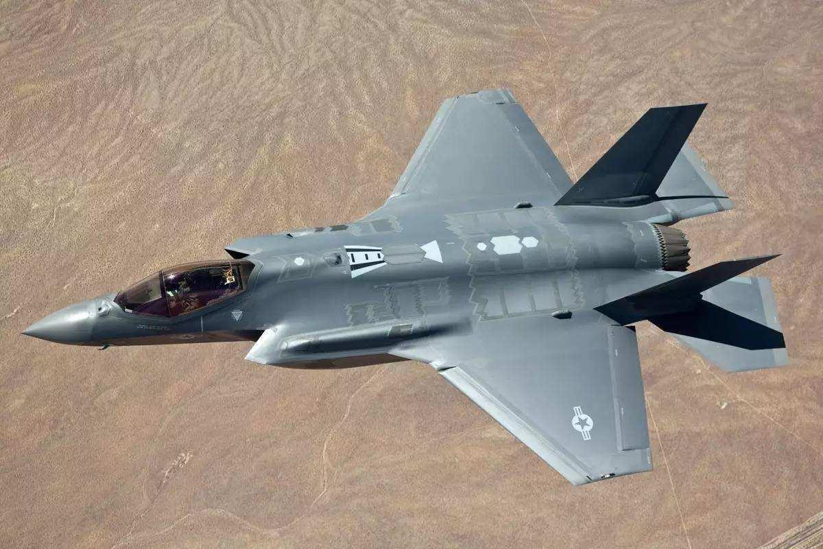 美澳专家提醒:F-35A战机导弹不行,别跟中国两款战机超视距空战