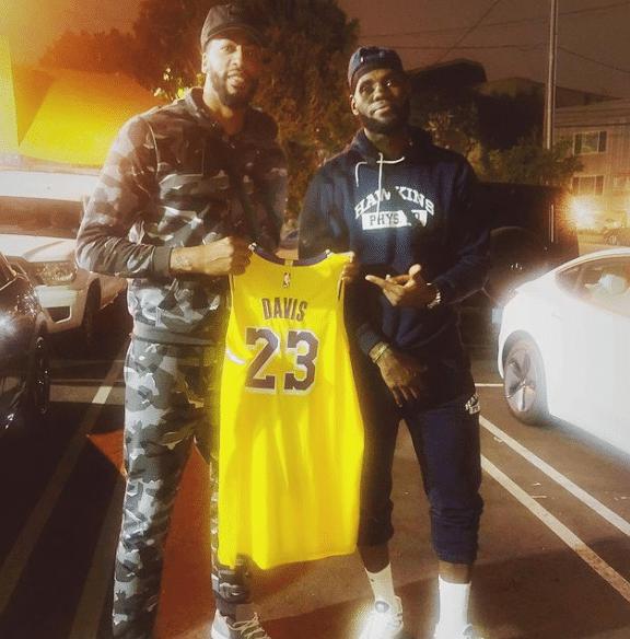 決定不換了!一眉哥下賽季依舊穿3號球衣,詹姆斯繼續使用23號!-黑特籃球-NBA新聞影音圖片分享社區