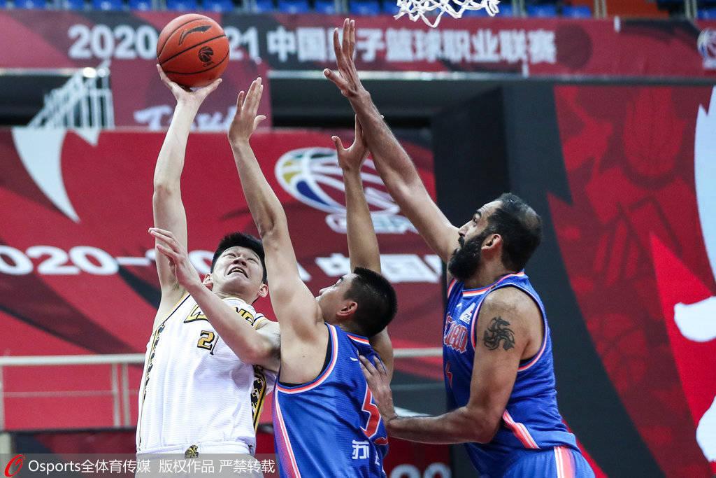 胡金秋34+10获赛季新高却难得一胜 坐板凳看四川12