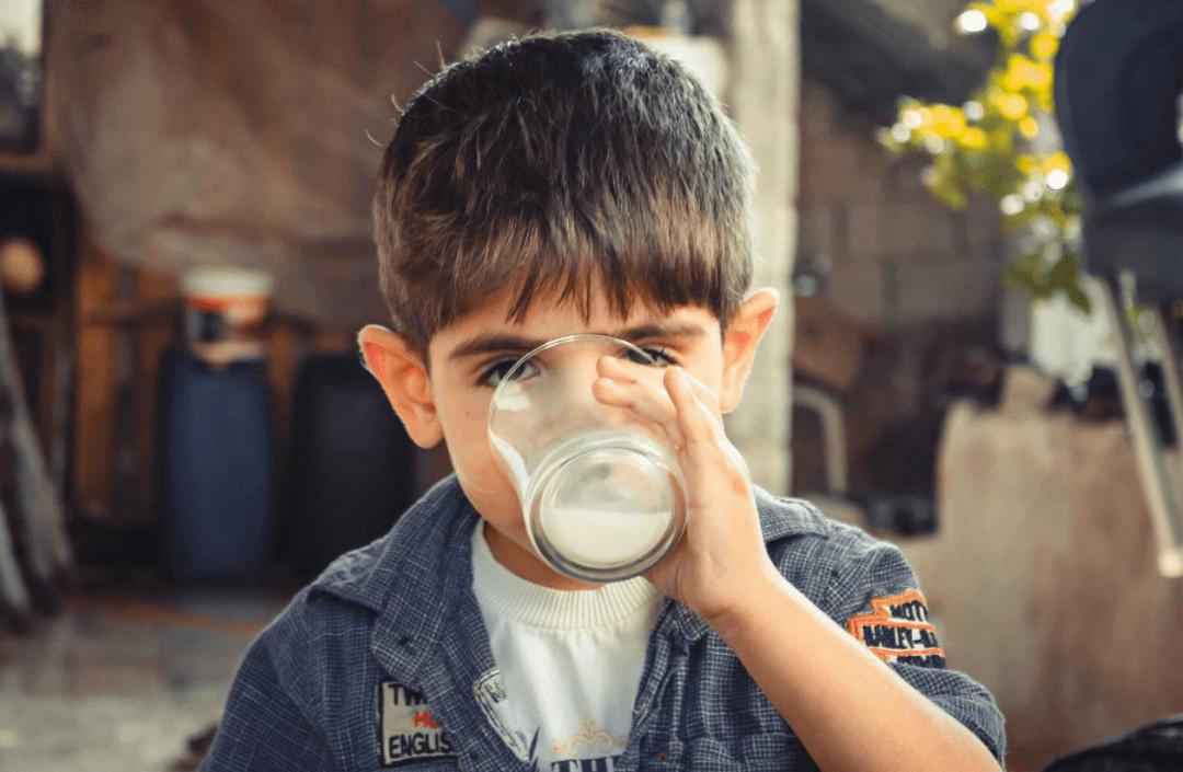 巴氏奶、常温奶、脱脂奶、全脂奶...牛奶到底买哪种更好?