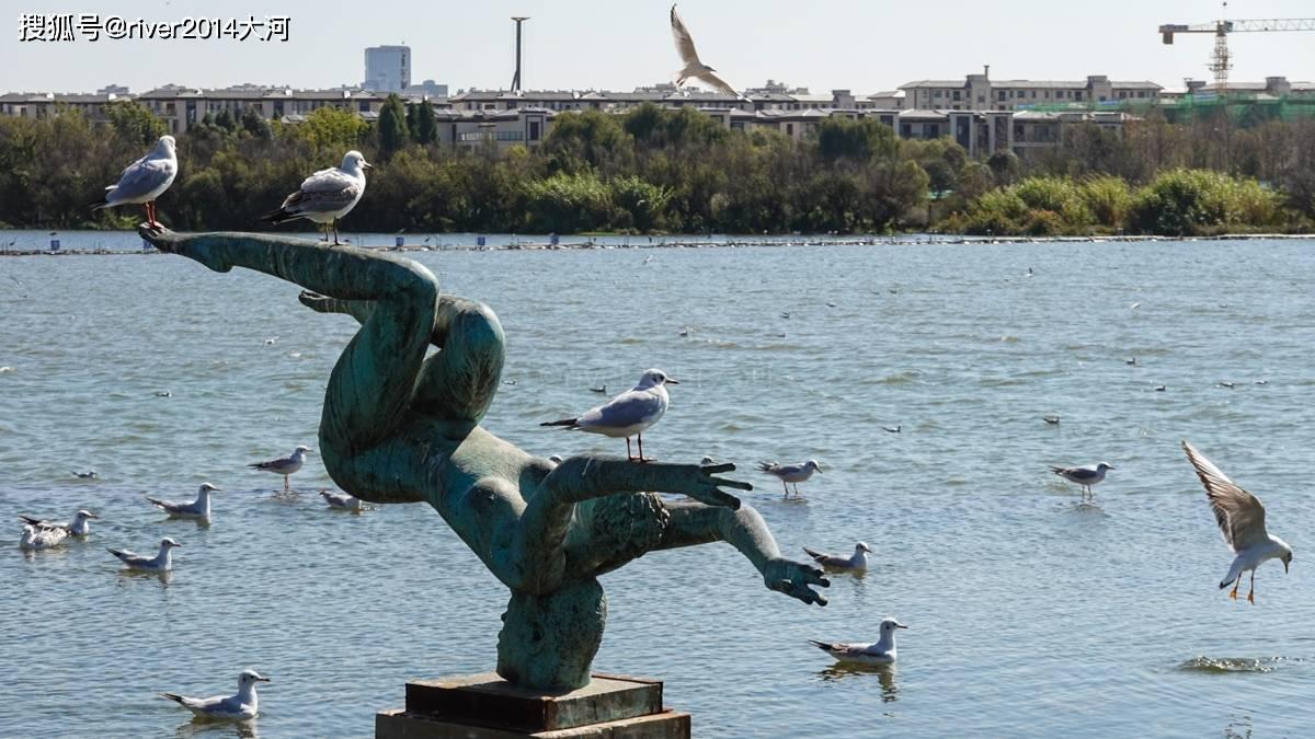 原创             昆明滇池旁这座公园已有600多年,180字对联为天下之最