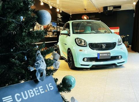 最初定制的蒂芙尼蓝色智能车,全球限量125辆