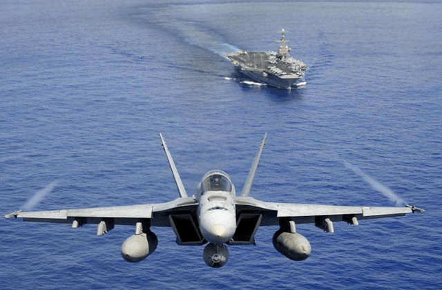 舰载机返航,因雷达失效找不到航母,飞行员用笨方法化解危机