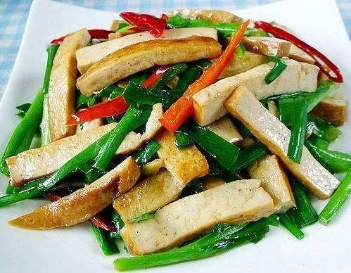 今日菜谱分享,一荤一素一汤,山药焖鸭,韭菜豆腐干,莲藕排骨汤