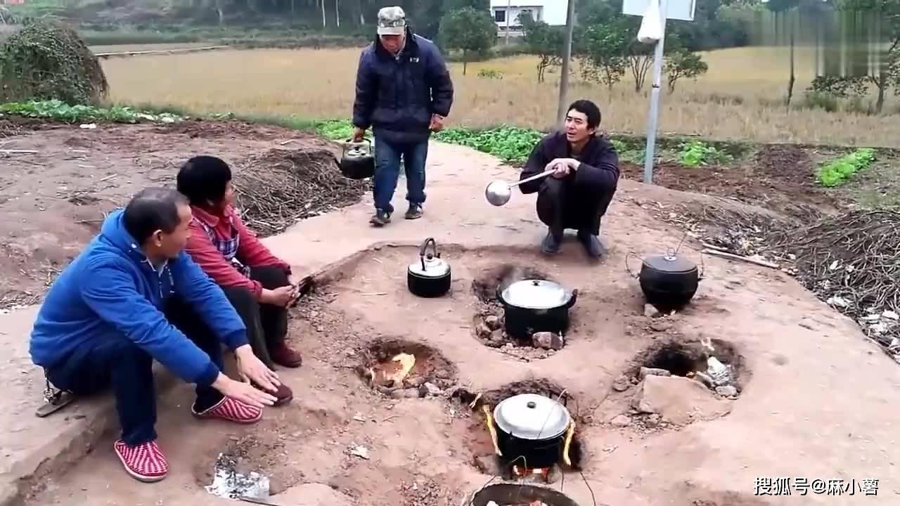 重庆有座神奇的地火村,平地上冒火60年从不熄灭,村民用它来煮饭