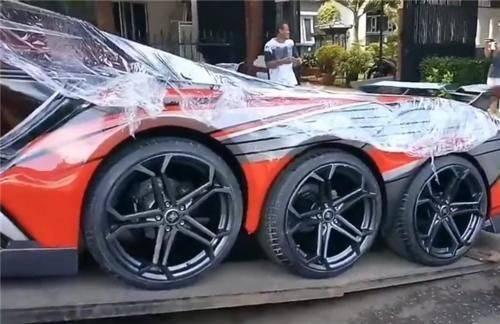 限量版1套的原装改装法拉利458配备8个车轮,整车拼接,发动机外露