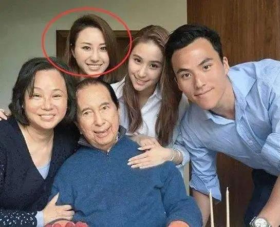 迷倒何鸿燊,李连杰对她死心塌地,利智59岁生日曝光与女儿关系  第12张