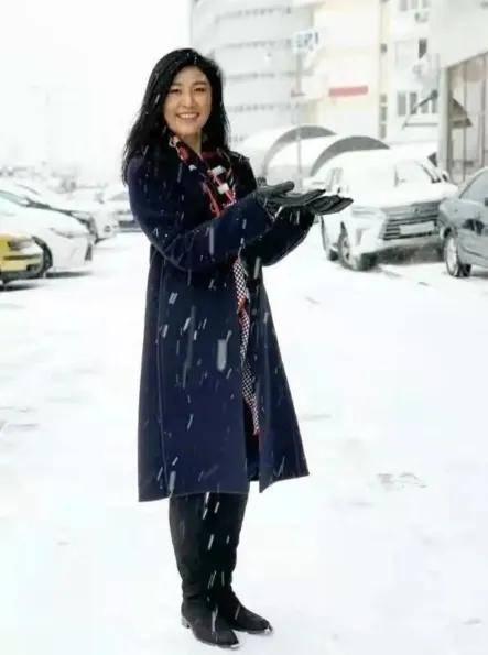 原英拉晒着新年雪的浪漫照片,53岁的气质极好,一度让奥巴马看了眼
