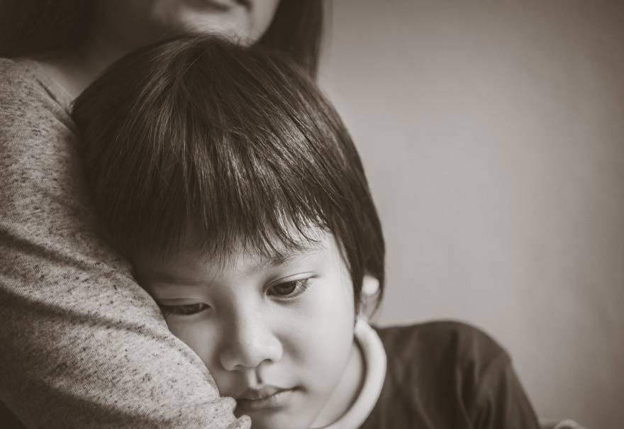 2岁女孩向监控喊了一句话,网友瞬间泪目:只有做母亲了才懂