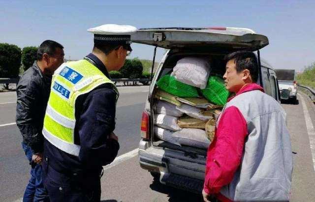 原来后备箱装了50斤苹果被罚款200元!车主问交警:买车有什么用?
