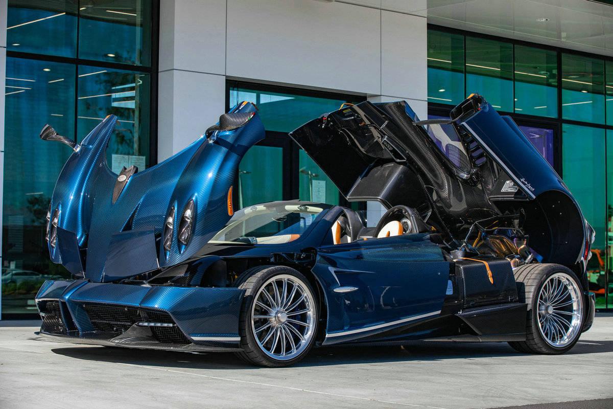 蓝色碳纤维原创外套,价值237万美元的pagani Huayra敞篷车