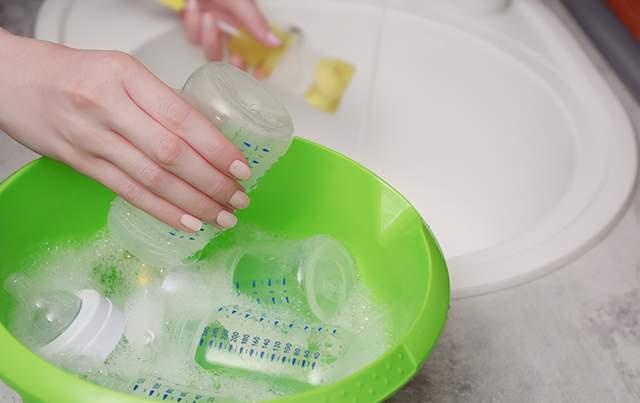 """清洗奶瓶只用热水冲一下?妈妈的""""偷懒""""行为,导致宝宝得肠胃炎  第8张"""