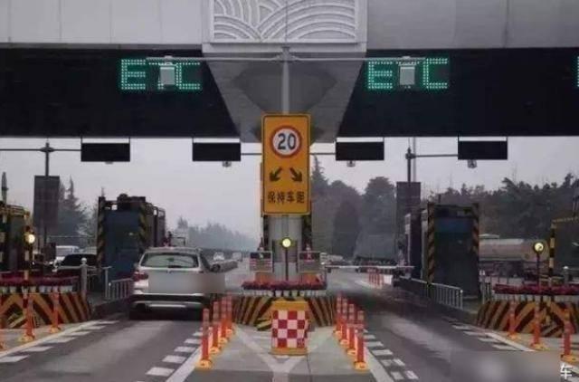 跑高速误入ETC咋办?倒车会罚吗?交警:答案在这