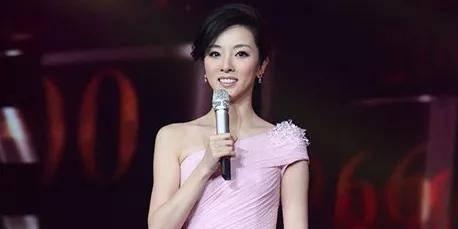 央视美女主播,34岁辣妈李思思,26岁首登春晚,婚姻总被诋毁