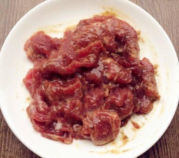 """炒牛肉时,万万不能加生粉,换上""""它"""",保证牛肉炒出来又滑又嫩"""