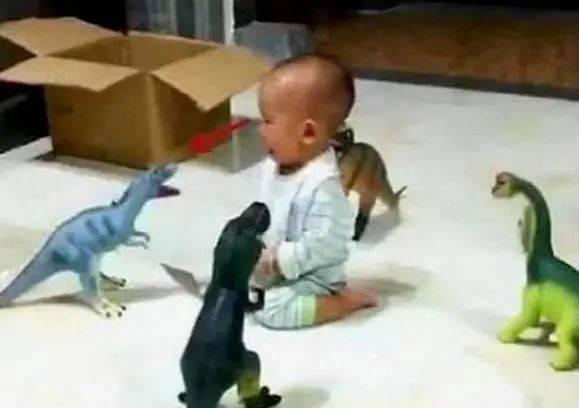 为安心打游戏,宝爸派4大神兽看娃,宝宝:我要找妈妈  第3张