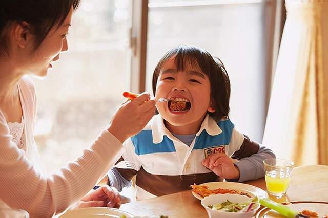 """哈佛大学研究表明:越来越""""笨""""的孩子,通常都有这4个习惯  第2张"""