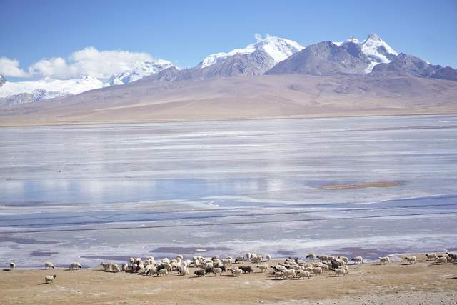 自驾游西藏,发现5个冷门却极美的湖泊,全是雪山的冰雪融化形成