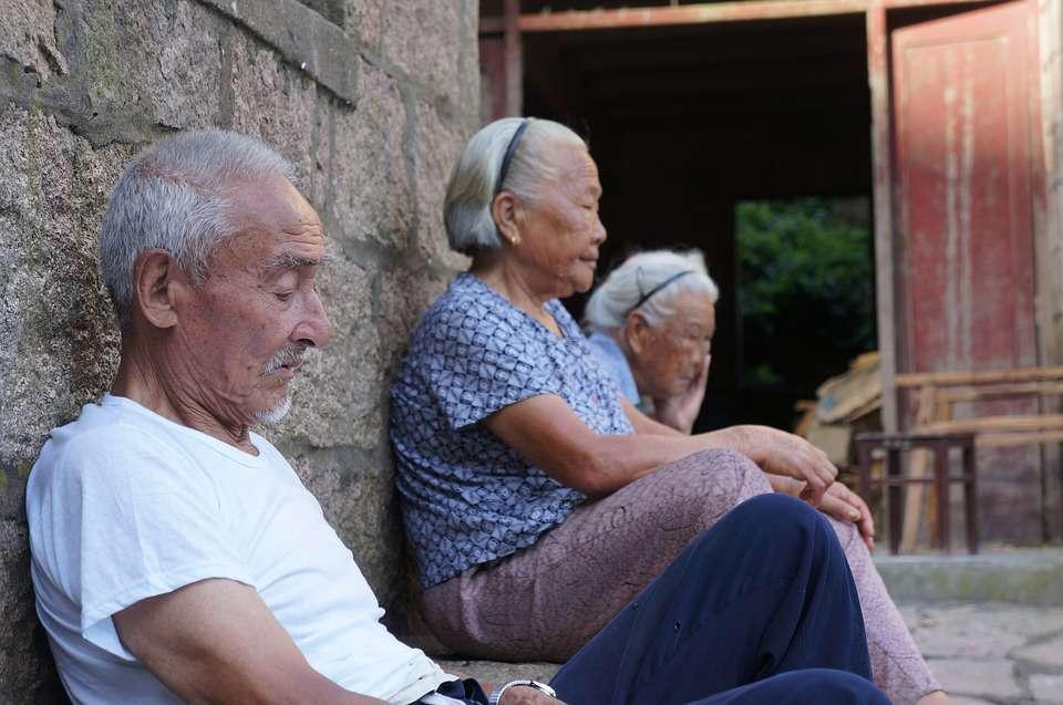 长寿会有哪些标志?过了45岁后,若起床有这4个现象,恭喜你!