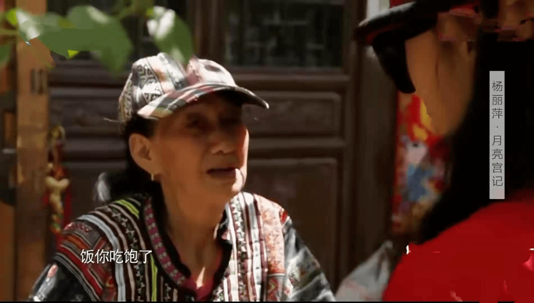 62岁杨丽萍不结婚生子,指甲太长不便搀扶老母亲,为了跳舞放弃这些值得吗  第7张