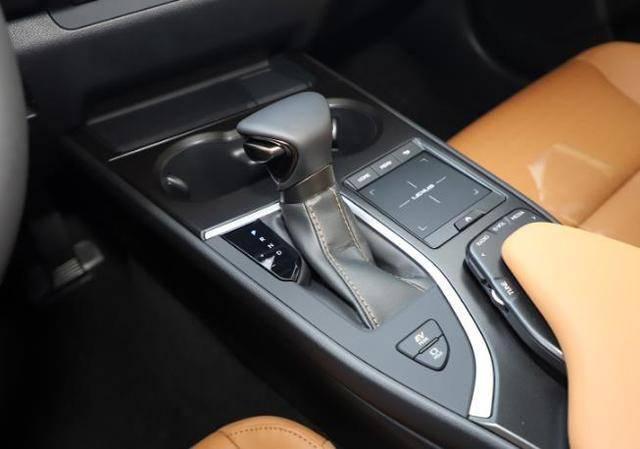 """豪车界的""""性价王""""15万公里保值率80%,车标彰显品位,原装进口"""