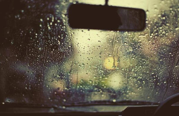 车窗起雾无需开暖风 教你几招 视野清晰更安全