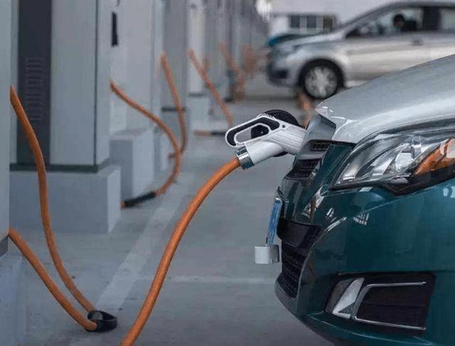 纯电和插电混动,谁才是未来霸主?_电池