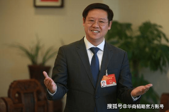 中国卖酒原君:卖五粮液茅台等。年入37亿,身价100亿的,拿下了白酒首富