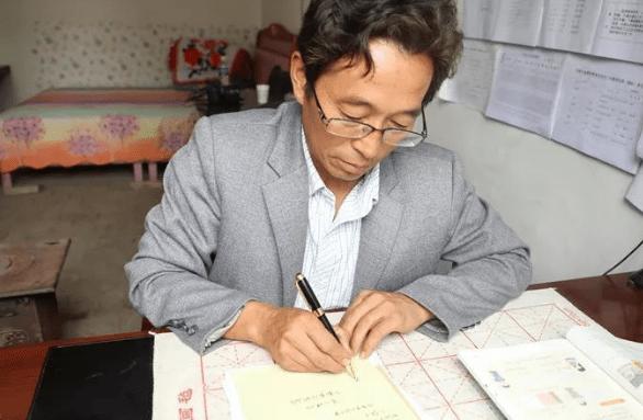男教师上班仅3个月就辞职了,他痛苦地说:还不如去省城送外卖