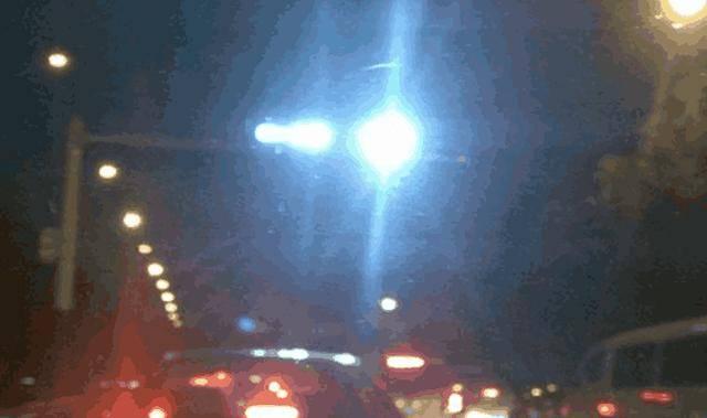 这种灯比远光灯危害更大!车主:真想砸了它