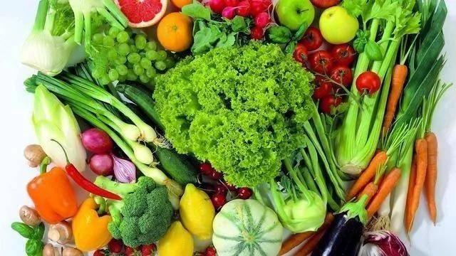 有哪些食物可以通过少吃或不吃来避免痛风?