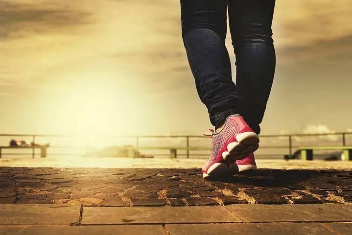 预防脚踝扭伤,缓解脚跟疼痛,坚持做这六个动作