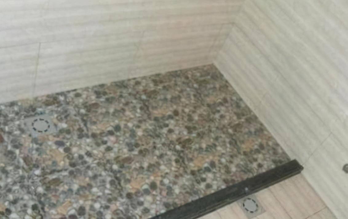 为什么有钱人卫生间从不贴瓷砖?听内行人说完,后悔知道晚了!