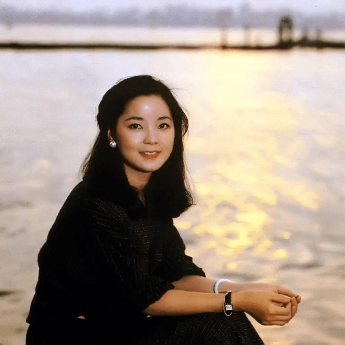 这首歌也是原地传唱度最高的粤语歌之逐个-香港经典影视歌曲插图(1)
