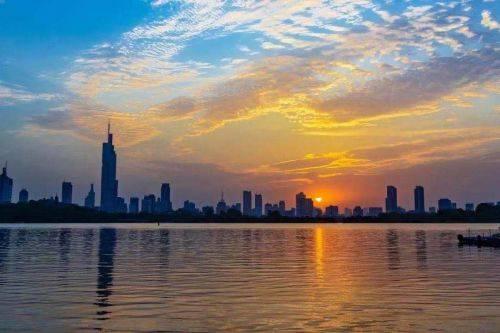 杭州 gdp 2021_杭州西湖图片