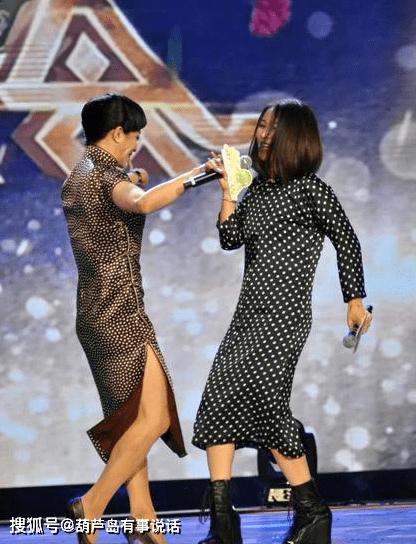 这一次金星终于不毒舌了,还在台上和那英对舞,只是她的腿很男人  第2张