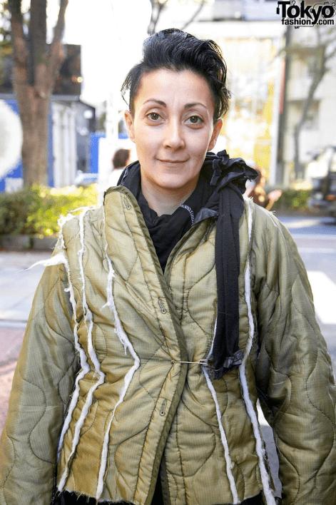 时尚设计师雷姆·阿拉萨迪(Reem Alasadi)在原宿的街道上