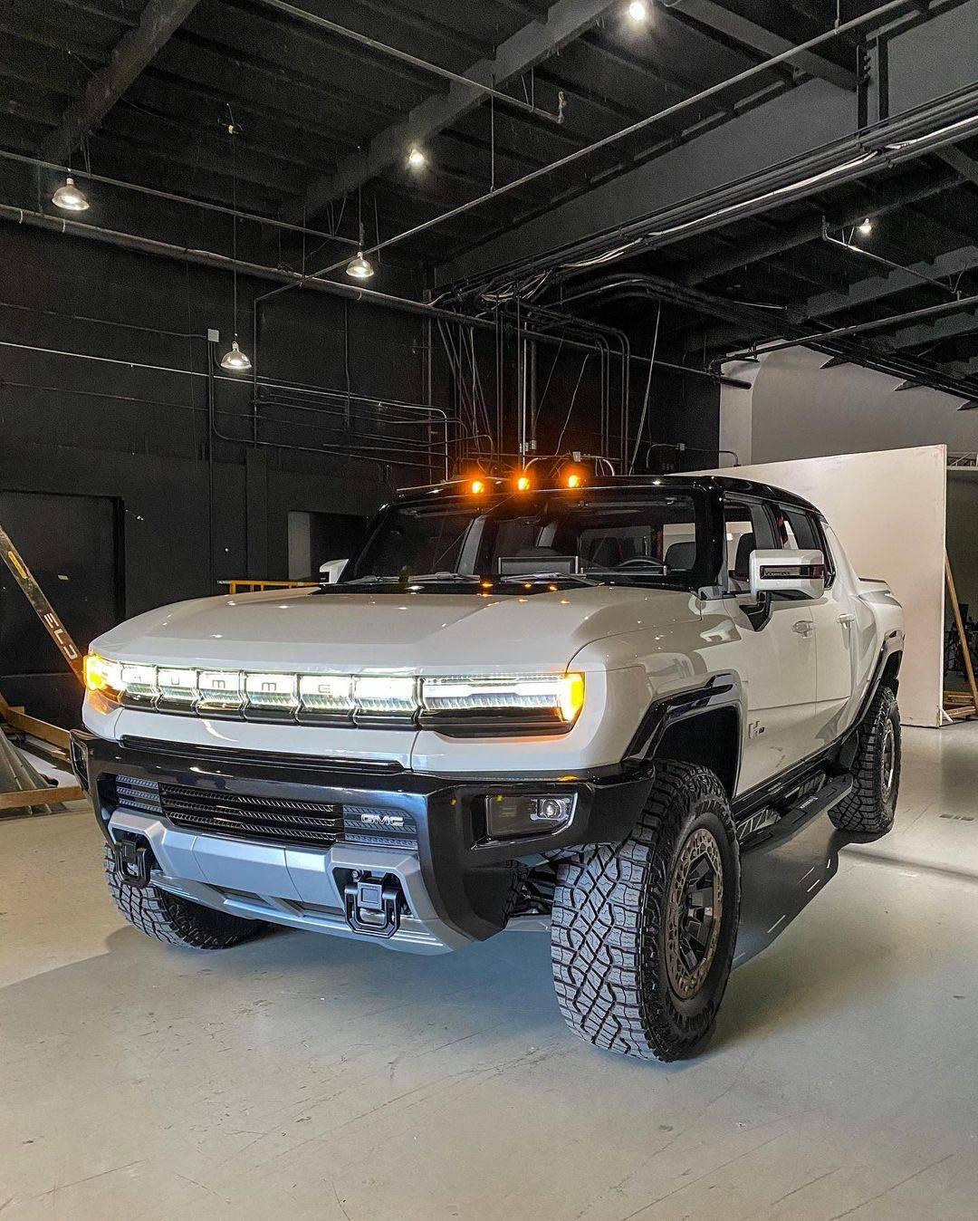 当初新悍马EV真车出现的时候,我问你喜不喜欢
