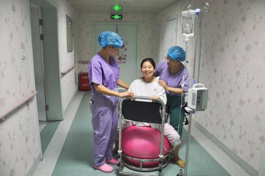 """生娃后三天,护理产妇牢记""""五快三免"""",远离月子问题妈妈更年轻"""