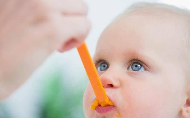 四个月喂辅食和六个月喂辅食的宝宝有什么区别,表现明显吗?